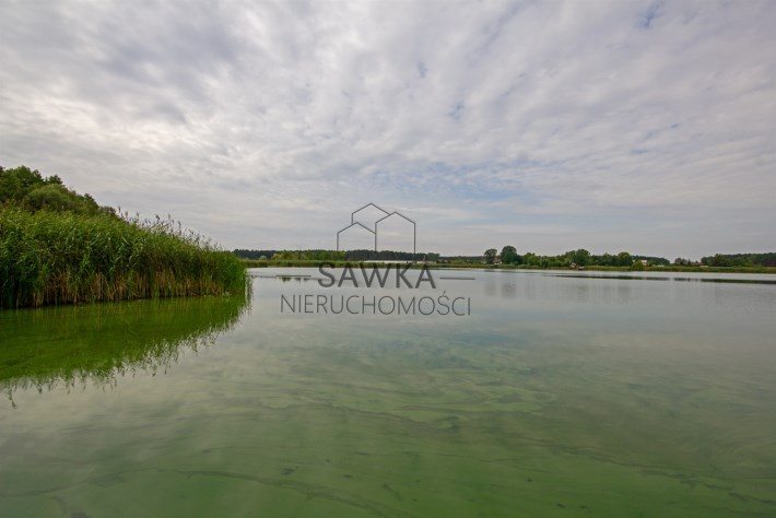 Widok nieruchomości z jeziora